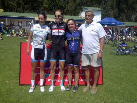 Emily in the blue Valencia kit taking 3rd in the ladies (second from the right).